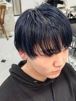 パール(PEAR+L)男のネイビーブルー×かき上げヘア×シルバーカラー