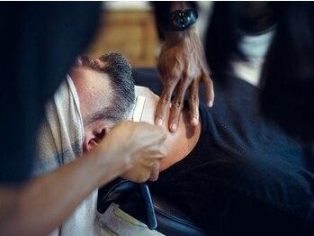 ダウンタウンバーバー(DOWNTOWN BARBER)の写真/普段剃れていない産毛を除去して肌のケアをしませんか?眉も整え、オトコの身だしなみをトータルサポート!