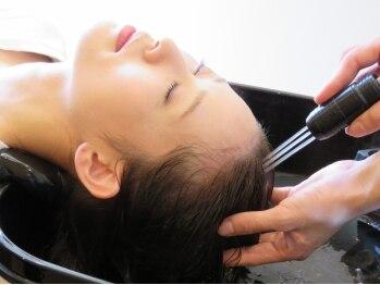 スアビス(Suavis)の写真/【ウォーターエステヘッドスパ¥5940】ウォーターリフレを使用し頭皮の汚れを目で確認することができます◎