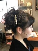ヘアーメイク リーティ ウメガオカ(HAIR MAKE REATY UMEGAOKA)フロント編み込みカチューシャ風アップ