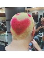 ゴッサムヘアー(Gotham Hair)ラブな刈り上げで止まらないロマンティック