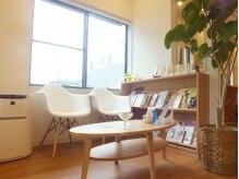 ヒカ ヘアーデザイン(Hika hair design)の雰囲気(フロントスペースも明るく、優しい雰囲気♪)
