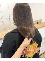 ルッツ(Lutz. hair design)艶グレー