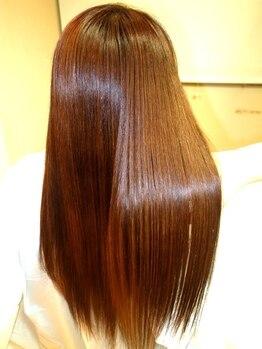 トイロ(toiro)の写真/年齢を重ねるごとに増すトラブルやお悩みを解決するエイジングカラーコースで栄養を補給し、艶のある髪に。