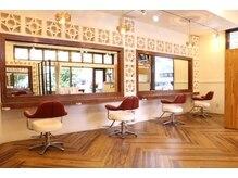 ヘアーメイクワムガーデン(hair make Wam garden)の雰囲気(窓からはいる光の気持ちいい店内。店舗前に5台駐車場あり◎)
