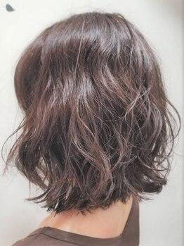 アーティストサロン ショウ アンビエンテ(artist salon show ambiente)の写真/髪に優しいのにウェーブが長持ち☆柔らかい質感のゆるふわパーマで女性らしさUP♪忙しい朝のセットも楽に◎