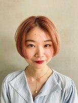 テトヘアー(teto hair)オレンジカラー・センターパート・コーラル・ハンサムショート