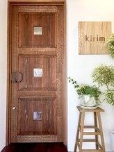 大人女性を虜にしてしまうkirimの自慢の空間を少しご紹介♪ずっと通いたい美容室…そんな場所がここに…。