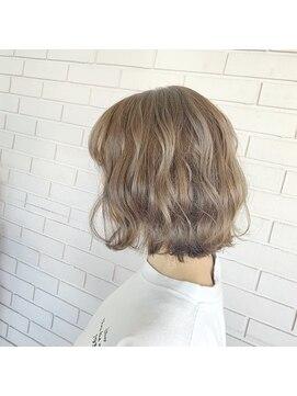 ヘアーズルーム 風(Hair's room fuu)外ハネスタイル×アッシュベージュ