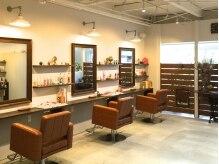 パンヘア(PANHAIR)の雰囲気(席の間隔が広く、ゆとりのある店内。)