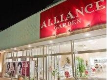 アライアンスガーデン(ALLIANCE GARDEN)の雰囲気(白い建物の真赤な看板が目印。広い駐車場もあるので車でも◎)