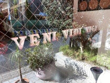 ヴェニヴィディヴィッチ(VENI VIDI VICI)の写真