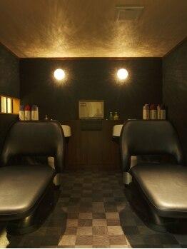 美容室 サクラ(SAKURA)の写真/充実内容の贅沢ヘッドスパで極上の癒しを♪施術にプラスしやすいお手頃プライスでお得に試せるチャンス!!