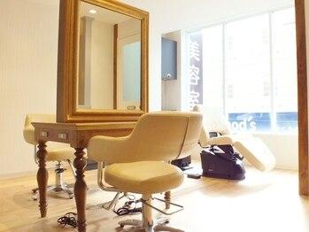 ルアナ 北浦和店(Luana)の写真/大型サロンが苦手な方にオススメ♪ゆったりとした時間が流れる2Fには個室も完備*