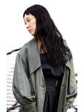 ニコ(Nico.)黒髪ロングに個性をプラス トータルファッションスタイル
