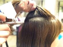 専用機械でテラヘルツ機能水を頭皮・髪に浸透。アルカリやジアミン等の有害物質から髪と肌を守る