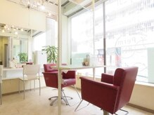 リセットヘアー(re set hair)の雰囲気(日差しの入る明るい店内で、居心地の良い空間を。)