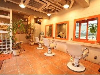 """ワグヘアー(WAG Hair)の写真/どこか外国のお部屋みたいな・・。暖かな雰囲気で迎えてくれる""""旦那さまと奥様""""の2人サロン。"""