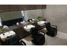 美容室 クリアの雰囲気(清潔感のあるシックな店内)