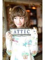 アティック ヘアーデザインアンドリラクゼーション(attic hair design&relaxation)ワイドバングが可愛いしっかりカールのミディアムスタイル