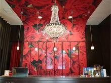 アース 神戸元町店(HAIR&MAKE EARTH)の雰囲気(赤が印象的なレセプションです♪【EARTH神戸元町】)