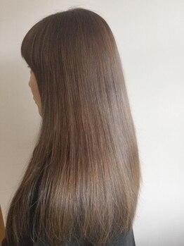 いまる美容室の写真/【くせ毛/うねる髪/広がる髪】を柔らかく自然に!ツヤ感もUPするストレート☆忙しい朝も簡単スタイリング♪