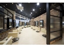 カイノ イオンモール福岡店(KAINO)の雰囲気(開放感のある広々としたセット面で施術をさせて頂きます。)