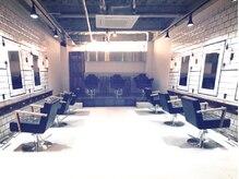マノンバイエイチ(MANON by H)の雰囲気(NYの老舗サロンをコンセプトとした、洗練されたシンプルな店内。)