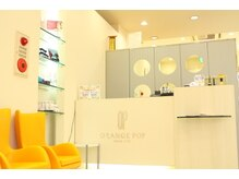 オレンジポップ 葛西店の雰囲気(葛西店は白が基調の明るい雰囲気の店内。)