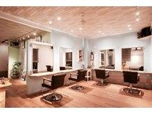 ヘアサロン クレ(Hair salon clef)の雰囲気(明るい店内。落ち着いた空間で日常の疲れを癒しませんか。)