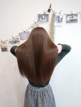 イロ(ilo)の写真/頑固なクセ毛やうねりもダメージケアをしながらツヤ髪に!ツヤツヤで自然なストレートにしたい方必見