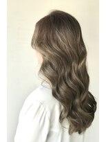 【Velis】ハイライトを繊細に!韓国風巻き髪でたおやかウェーブ