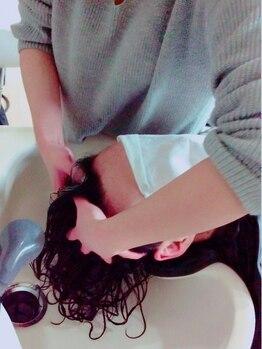 ビビット アン 東大宮東口店(vivid un)の写真/【カット+ヘッドスパ¥4536】美髪&育毛促進!頭皮から健康な髪に♪ヘッドスパで日々の疲れを癒しませんか?