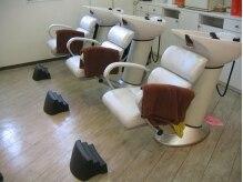 アールサロン(R salon)の雰囲気(清潔感のあるシャンプーブース、首への負担も少ないシャンプー台)