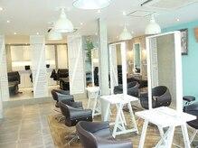 オーブ ヘアー フィノ 小樽店(AUBE HAIR fino)の雰囲気(開放感のある明るい店内で、くつろぎの時間をお過ごしください。)