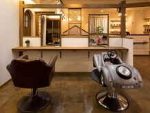 ヘアルーム シュエッチュール(hair room chouetture)の雰囲気(お子様用のカット台もあり。細かい配慮が嬉しい◎)