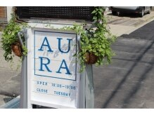 オーラ(Aura)の雰囲気(この看板が目印!建物の2階にあります。)