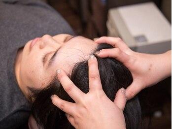 美容室マミーの写真/【個室空間で行う極上ヘッドスパ♪】頭皮をしっかりともみほぐし、健康な地肌と髪に導く…◎
