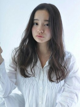 キリヤ(kirya)の写真/ダークカラーからハイトーンカラーまでOK!白髪を活かしながら隠すKiryaのグレイカラーでオシャレ度UP★