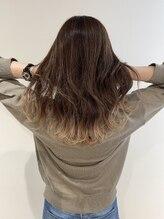 ヘアー デザイン グランツ(Hair Design Glanz)スソカラーWhite。