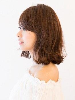 フェスト ヘア メイクアップ(Fest hair makeup)の写真/髪に優しいコスメ系パーマでダメージを抑えて、ふんわり柔らかいカールが叶う。スタイリングも簡単に!