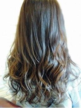グラヴィティヘア(Gravity hair)の写真/トレンドstyleからグレイカラーまで幅広く対応!赤味を抑え、透明感のある自然な発色の仕上がりに感動♪