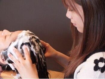 ヘアーズ マーブル(hairs MARBLE)の写真/健康的な髪の維持を最大限にサポート!炭酸リフレッシュ+カット ¥6200★リフトアップ効果も期待できます♪