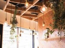 ヘアサロンダンボ(hair salon DUMBO)の雰囲気(大きな窓からの光・木の温もり・溢れる緑…癒しの空間です★与野)
