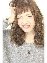 アオゾラヘアー フジサキグウ(AOZORA HAIR FUJISAKIGU)はちみつカラー×ショートバング