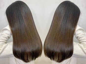 オーストヘアー 銀座(Aust hair)の写真/従来の縮毛矯正のイメージを一新する【酸性ストレート】。持続性/感動の手触り/まとまり/艶感を体験して◎