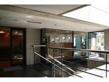サルゥ(Salud)の雰囲気(北沢郵便局向いのビル、ルミナス24の2階にあります)