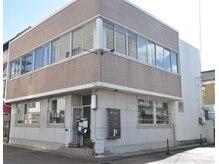 タネル 新潟秋葉店(Taneru)の雰囲気(鉄筋コンクリートの2階建てのビル。Taneruの看板が出迎えます。)
