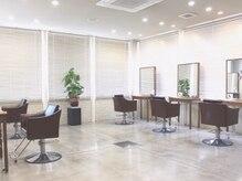MOZ美容室 レヴェ 日永店(reeve)の雰囲気(リトルリニューアルした店内は自然光降り注ぐ温かな空間です!)