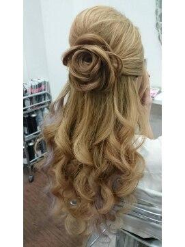 結婚式の髪型 ハーフアップ お花ハーフアップ